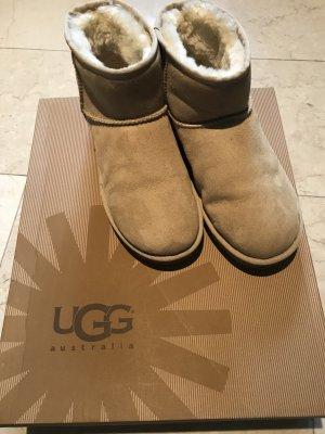 UGG CLASSIC MINI II in beige