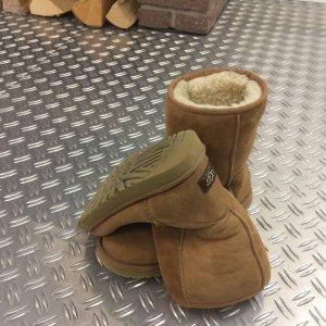 UGG Classic Short Boots Stiefel Chestnut Braun Gr. 38