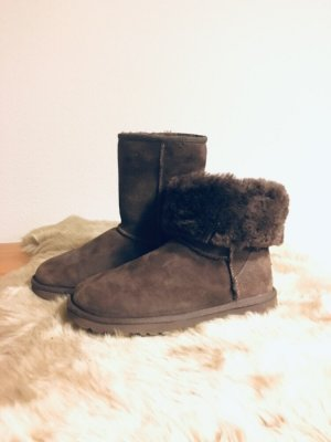 UGG CLASSIC SHORT - Farbe: Chocolate