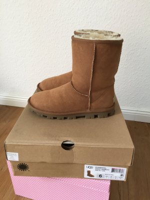 UGG Essential Short Boots Damen