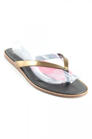 UGG Flip Flop Sandalen schwarz-goldfarben Street-Fashion-Look