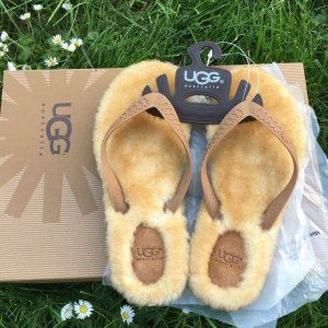 UGG Scuffs sand brown