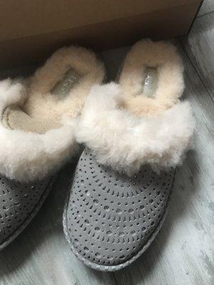UGG Chaussons gris-argenté cuir