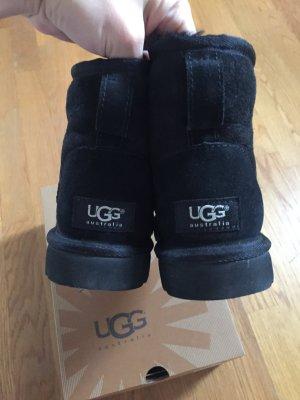 Ugg in schwarz knöcheltief