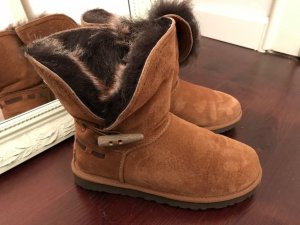 UGG meadow chestnut