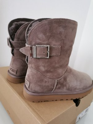 UGG Snow Boots dusky pink suede