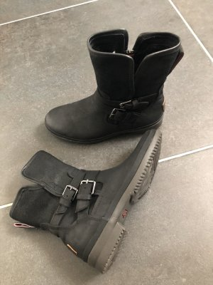UGG Winter Booties black