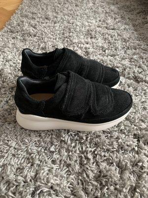 UGG Sneaker con strappi nero-bianco