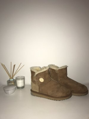 Ugg Stiefel mit Holzknopf