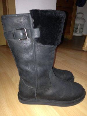 UGG Stiefel Modell: Wilowe mit Lammfellrand u. Schnalle Gr. 38 (wasserresistent)