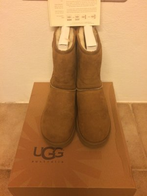 UGG w'short chestnut 40