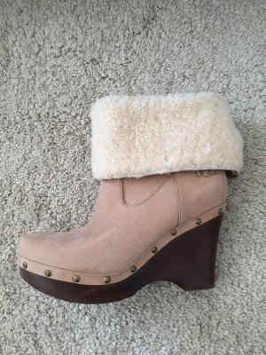 UGG Winter Plateau Booties