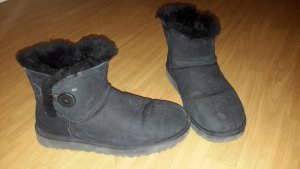 UGGBoots  Bailey Button in schwarz in Größe 42