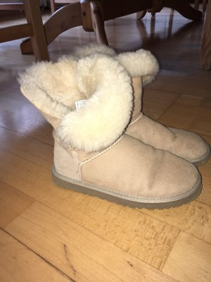 UGG Snow Boots cream