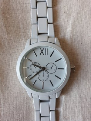 Orologio con cinturino di metallo bianco