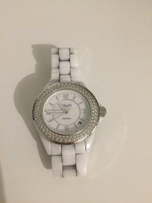 Uhr der Marke M&M Keramik in weiß