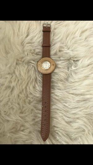 Uhr in Holzoptik