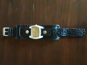 Uhr mit breitem Lederband