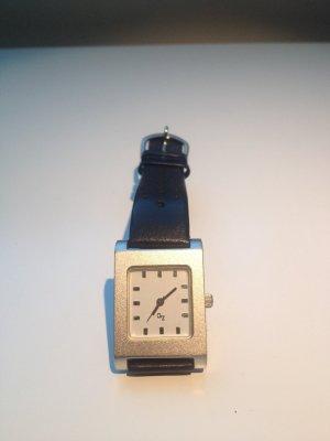 Uhr mit schwarzem Lederband - minimal Style