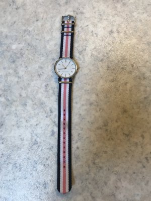 Uhr mit Stoffarmband