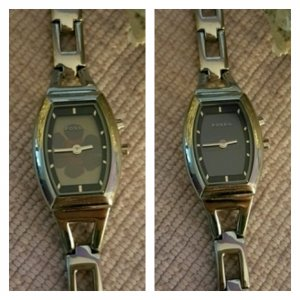 Fossil Watch With Metal Strap silver-colored-dark violet