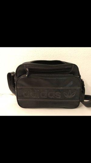 Umhängetasche der Marke Adidas