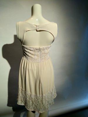 Umwerfendes rückenfreies Kleid von Review