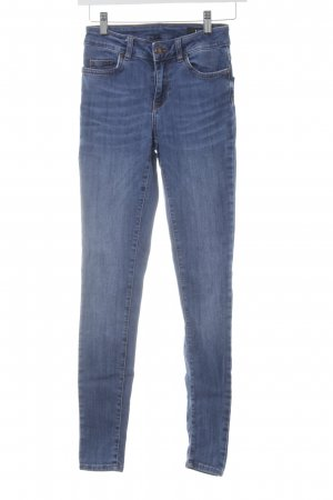 Un Jean Skinny Jeans hellblau Street-Fashion-Look