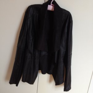 Unechte Lederjacke schwarz mit Wasserfall