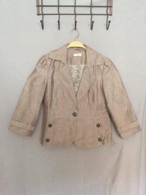 Ungetragen: Süßer Sommer-Blazer von Orsay, Rock ist separat erhältlich.