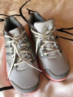 Ungetragene Adidas Schuhe große 40