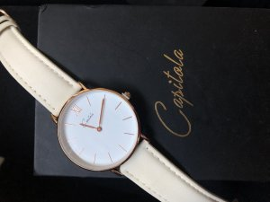 Reloj con pulsera de cuero color oro-crema