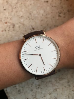 Ungetragene Daniel Wellington Uhr 40mm mit Lederband