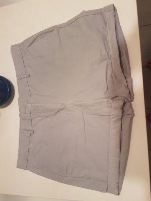 Ungetragene graue Gap Khaki Shorts in Größe 44