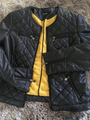 Ungetragene leichte Jacke