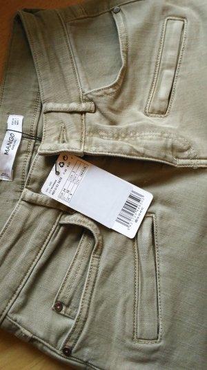 Ungetragene pastellgrüne Jeans von Mango
