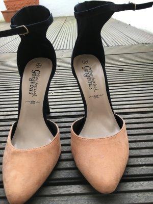 Ungetragene Stilettos in Peach und Schwarz
