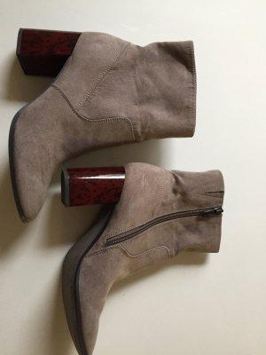 Ungetragene Tamaris Schuhe mit witzigen Absatz