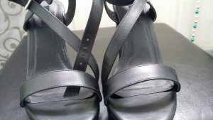 ungetragene Wedges in schwarz