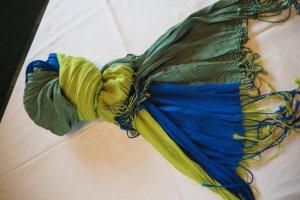 Ungetragener farbenfroher Schal von SKUNKFUNK