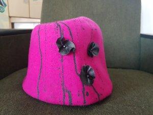 Cappello in feltro magenta-nero