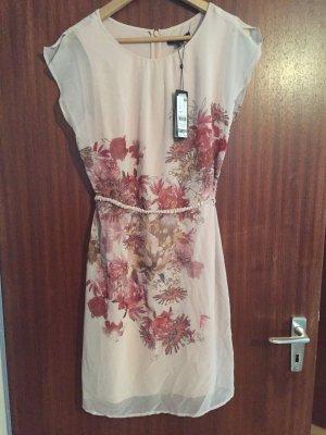 Ungetragenes Kleid