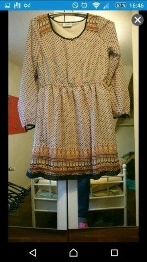 Ungetragenes Kleid von Gina
