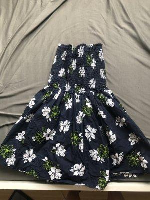 Ungetragenes Sommerkleid von Hollister