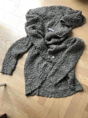Ungewöhnlicher Woll Poncho Schal mit Knöpfen. Auf 20 und mehr Arten zu tragen, von Stefanel
