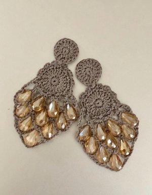 Unikate Handarbeit Ohrstecker Taupe gelb Atelier Perlen
