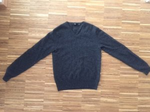 Uniqlo Cashmere V-neck sweater (size XS)