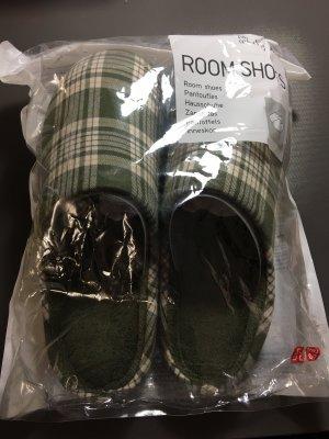 Uniqlo Hausschuhe Puschen Room Shoes Neu OVP Gr 43-47 XL Olive Grün Kariert