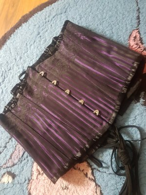 Corsage black-dark violet