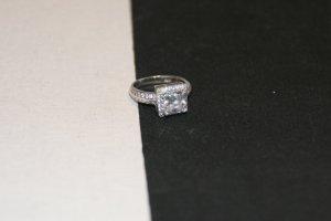 Unverschämt glitzernder Silber-Ring mit Zirkonia  Größe 50.